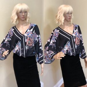Flying Tomato Floral BOHO bell sleeve top M